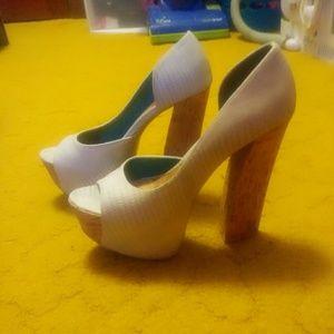 Lt blue snake print platform heels